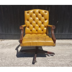 Fauteuil Chesterfield pivotant